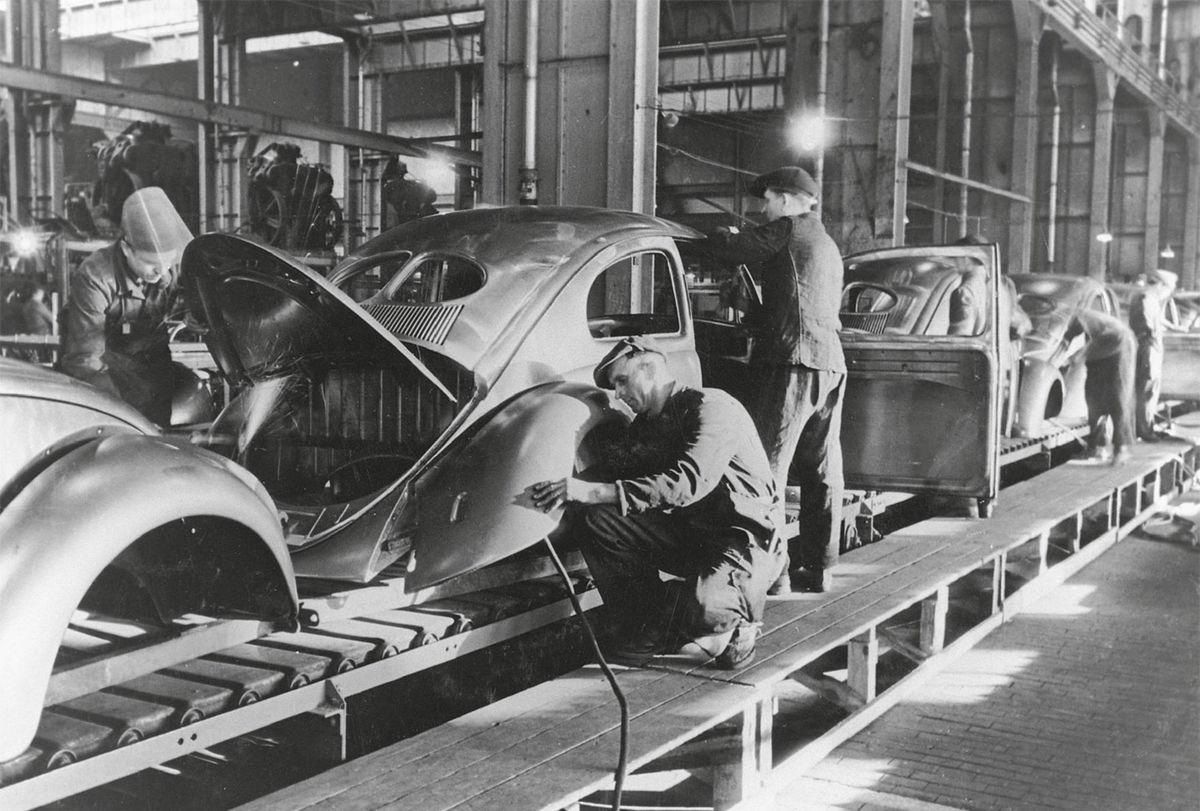 Pre potreby výroby Volkswagenu vznikla nielen úplne nová fabrika ale aj mesto Wolfsburg.