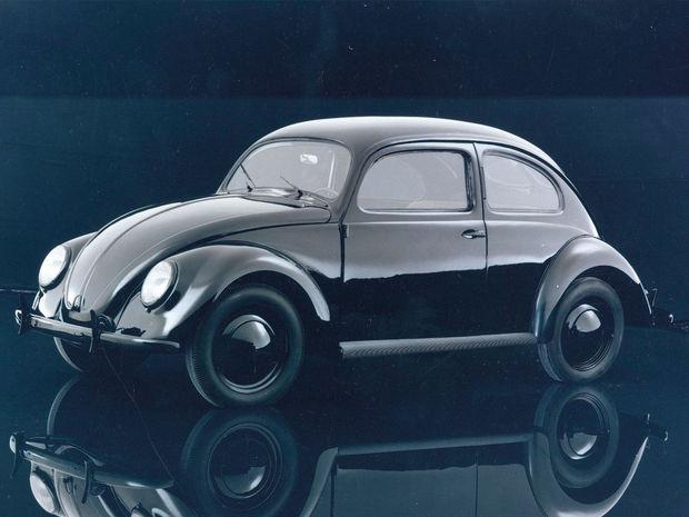 Nemecké ľudové auto sa predstavilo verejnosti na autosalóne v Berlíne 15. februára 1936. Premiéry sa zúčastnil aj Adolf Hitler.