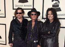 Zľava: Johnny Depp, Joe Perry, a Alice Cooper z formácie The Hollywood Vampires.