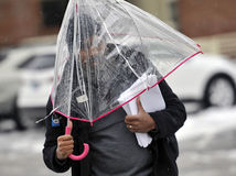 počasie, dážď, prší, pršanie, dáždnik, mraky ulica, muž, učiteľ