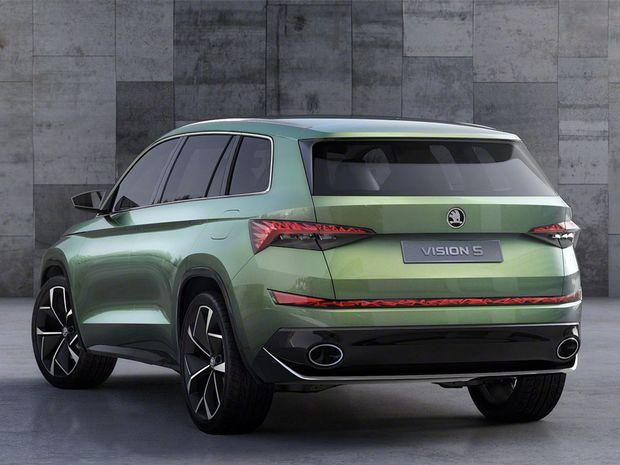 Na dĺžku má VisionS  4 700 mm, čo je približne o 21 cm viac v porovnaní s VW Tiguan. V interiéri má totiž tri rady sedadiel. O pohon sa stará plug-in hybridná sústava s benzínovým motorom 1,4 TSI a dvojicou elektromotorov. Jedným pre každú z náprav.