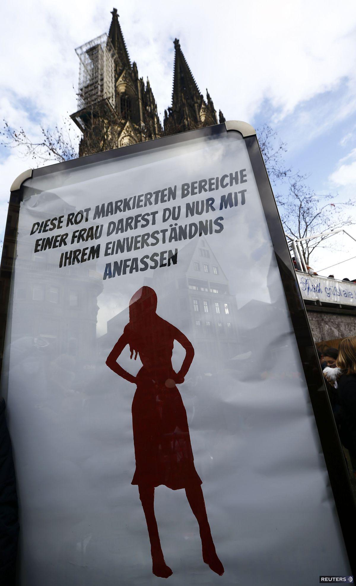 Počas nedávneho kolínskeho karnevalu s v meste nachádzali plagáty s textom: 'Máš povolené dotýkať sa iba tejto označenej červenej oblasti na žene, a to s jej súhlasom.'