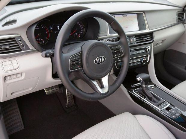 Dizajn interiéru sa nelíši od sedanu. Prináša multimediálne rozhranie aj všetky bezpečnostné a asistenčné systémy.