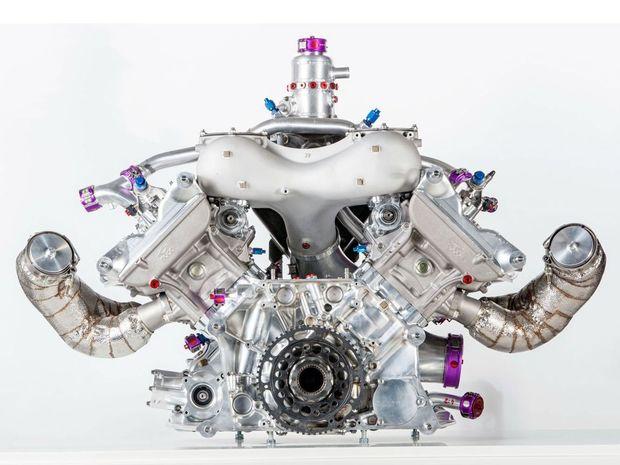 Tento atypický vidlicový 4-valec s výkonom 386 kW má niektoré konštrukčné riešenia, ktoré využili motorári aj v novom 4-valcovom Porsche 917 Boxster.