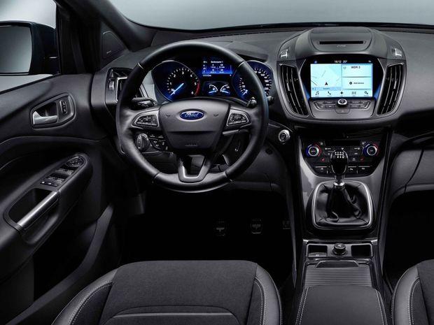 Najväčšou novinkou interiéru je 8-palcová dotyková obrazovka rozhrania Sync 3, nový vyhrievaný volant a prepracovaný panel klimatizácie.