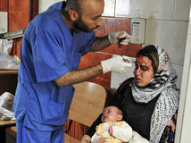 sýria, zranená žena, žena s dieťaťom, lekár, šiiti, damask