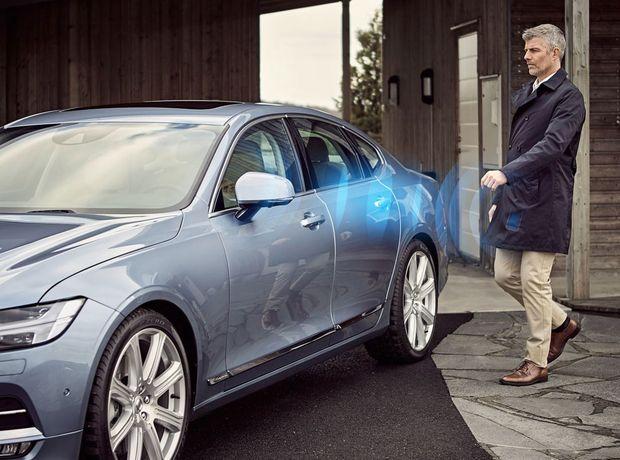 """Klasický kľúč nahradí Volvo mobilnou aplikáciou. Pomocou """"digitálneho"""" kľúča v mobile budete môcť otvoriť, zamknúť aj naštartovať vaše Volvo."""