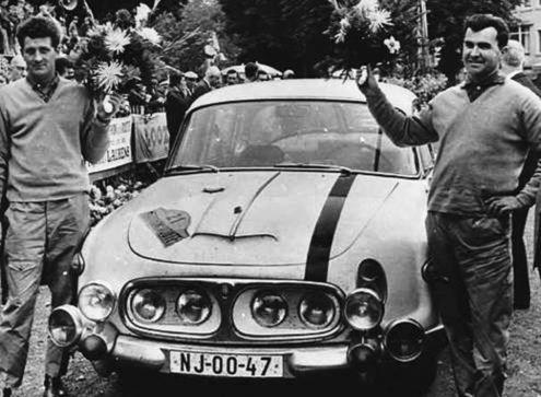 Zdeněk Čechmánek, Alois Mark a Tatra 2-603 GT po úspešných pretekoch Marathon de la Route 1965. V kategórii GT sa umiestnili na 4. mieste.