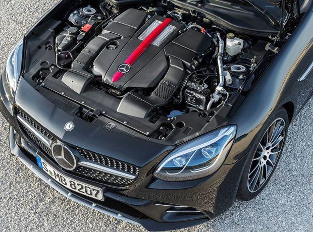 Nová topverzia 43 AMG zamenila atmosférický 8-valec 5,5 V8 za 6-valec 3,0 twinturbo. Výkon však klesol z 310 na 270 kW.