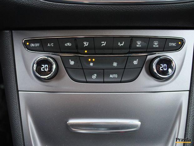 Automatická dvojzónová klimatizácia je sériovo dostupná v najvyššej výbave. Inak sa za ňu dopláca 450 eur.
