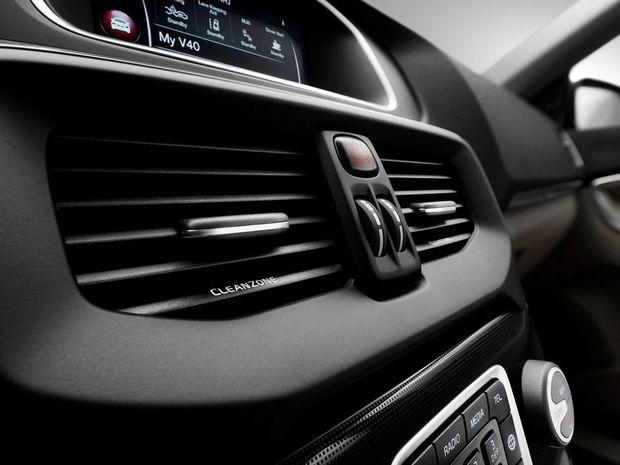 Interiér dostane nové čalúnenie, nové dekorácie a infotainment Volvo On Call, kompatibilný s mobilmi a so smart hodinkami.