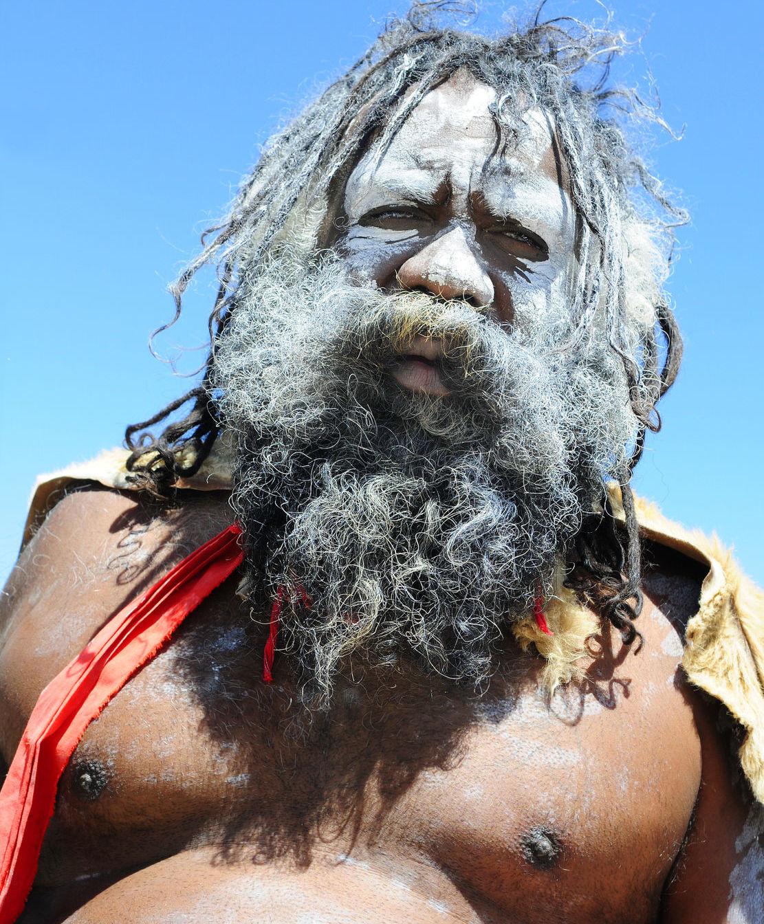 Aborigéni sú skutočne praobyvateľmi Austrálie, no zatiaľ nie je jasné, prečo kontinent nekolonizovali Indovia alebo Polynézania.