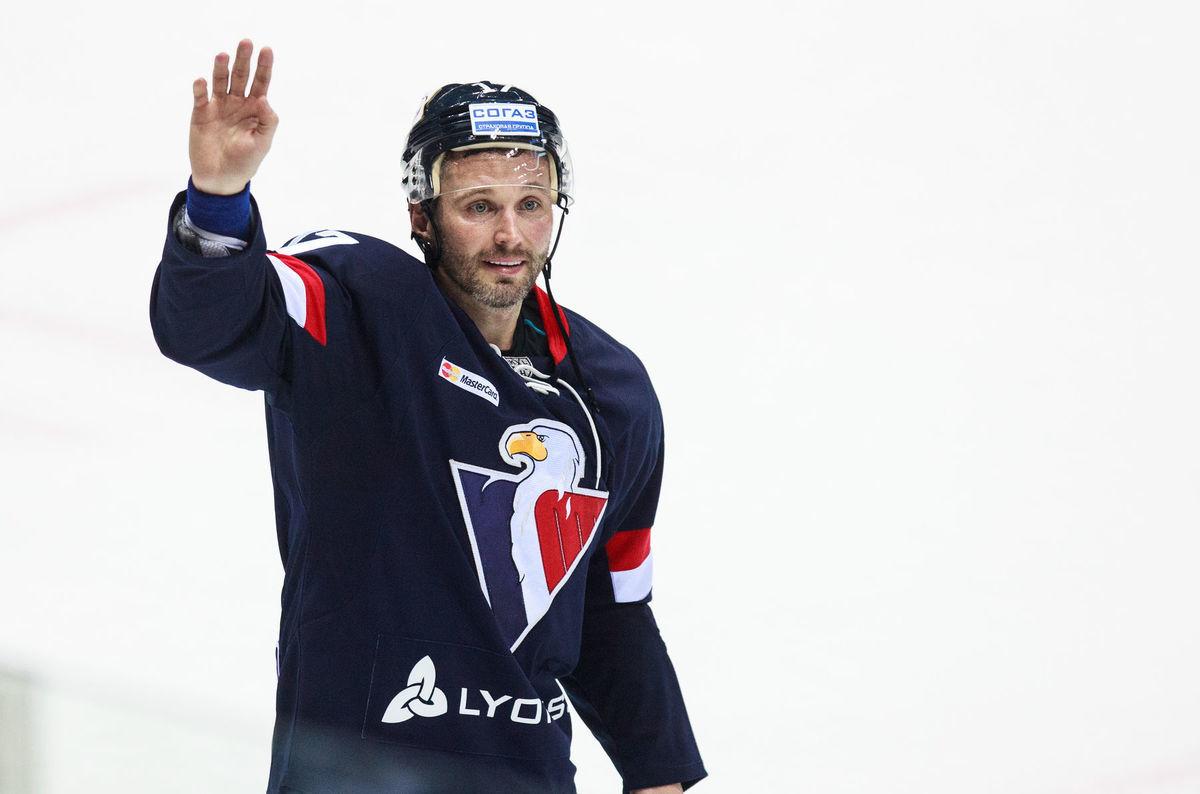 Ľubomír Višňovský sa dlhé minúty lúčil s divákmi.