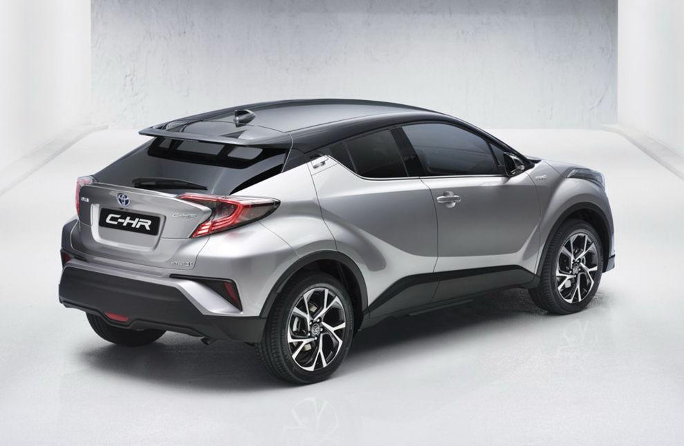 Zadná časť nemá také agresívne tvary ako tá predná. Okrem toho zadné svetlá príliš pripomínajú koncept Hondy Civic.