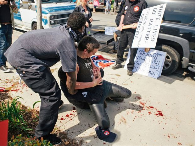 Ku klux klan, protest, zranený,