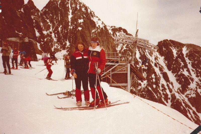 Sestry, kamarátky, nie však lyžiarske rivalky. Sestry Medzihradské (Elena je vľavo) pod Chopkom.