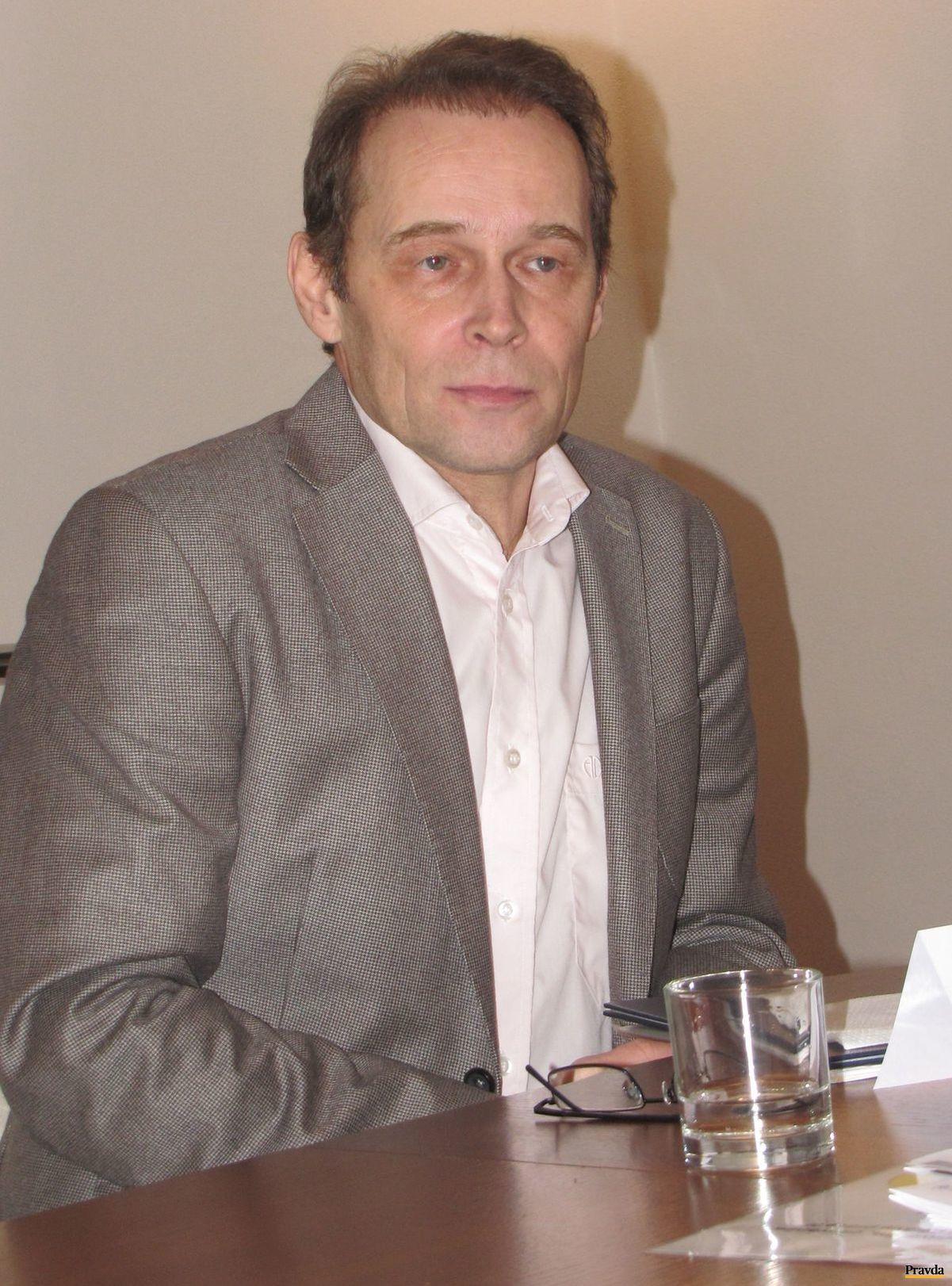 Ambasádorom Týždňa slovenských knižníc je herec Ján Gallovič.