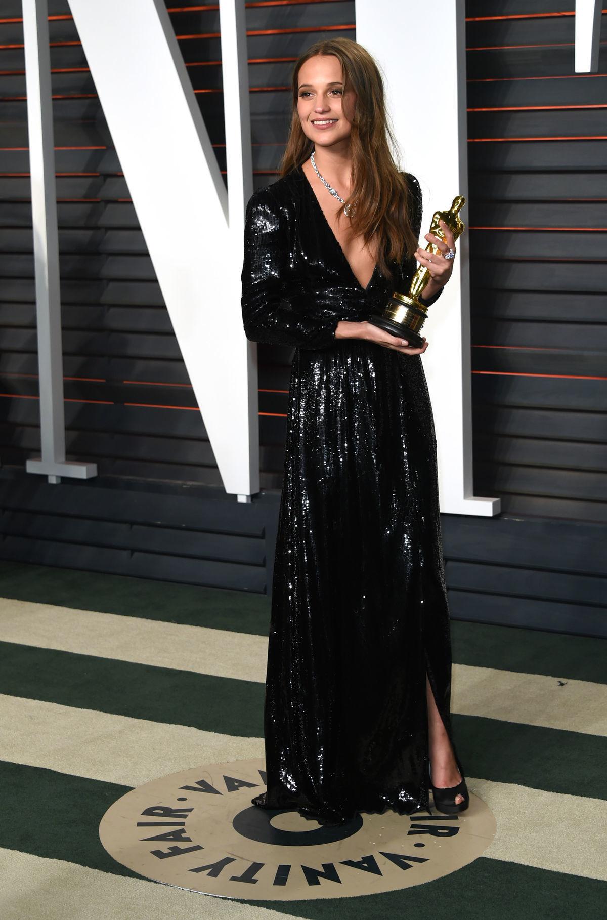 Ocenená Alicia Vikander v kreácii Louis Vuitton.