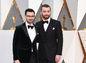 Spevák Sam Smith (vpravo) a Jimmy Napes prichádzajú na ceny Americkej filmovej akadémie.