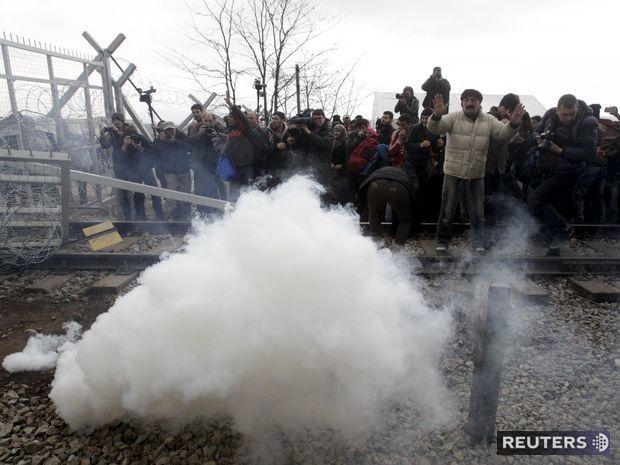 Idomeni, Grécko, Macedónsko, hranice, slzotvorný plyn, slzný plyn
