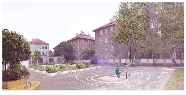 Mobilná záhrada na dvore Špeciálnej základnej a materskej školy Karpatská je novou výzvou.