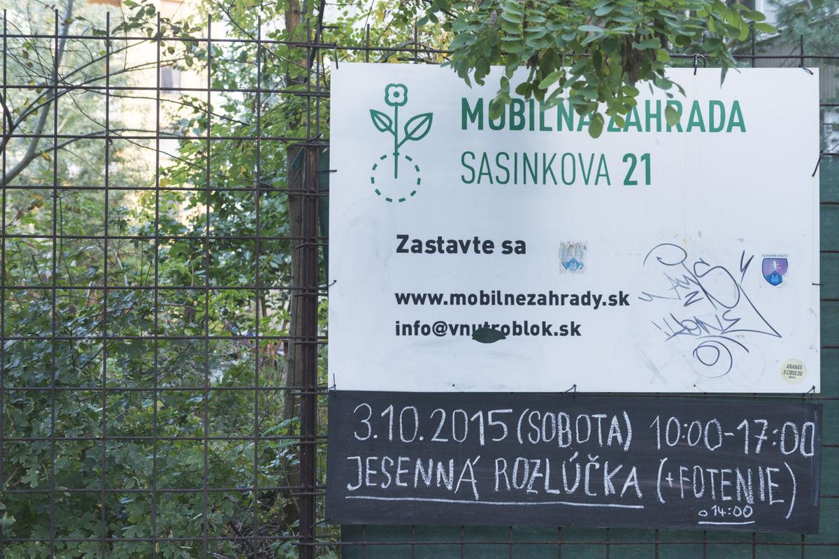 Prvá mobilná záhrada vznikla na Sasinkovej ulici v centre Bratislavy a fungovala tri sezóny.