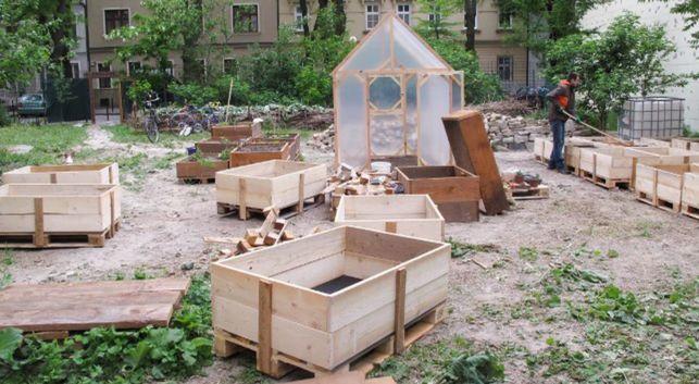 Začiatky mobilnej záhrady na Sasinkovej.