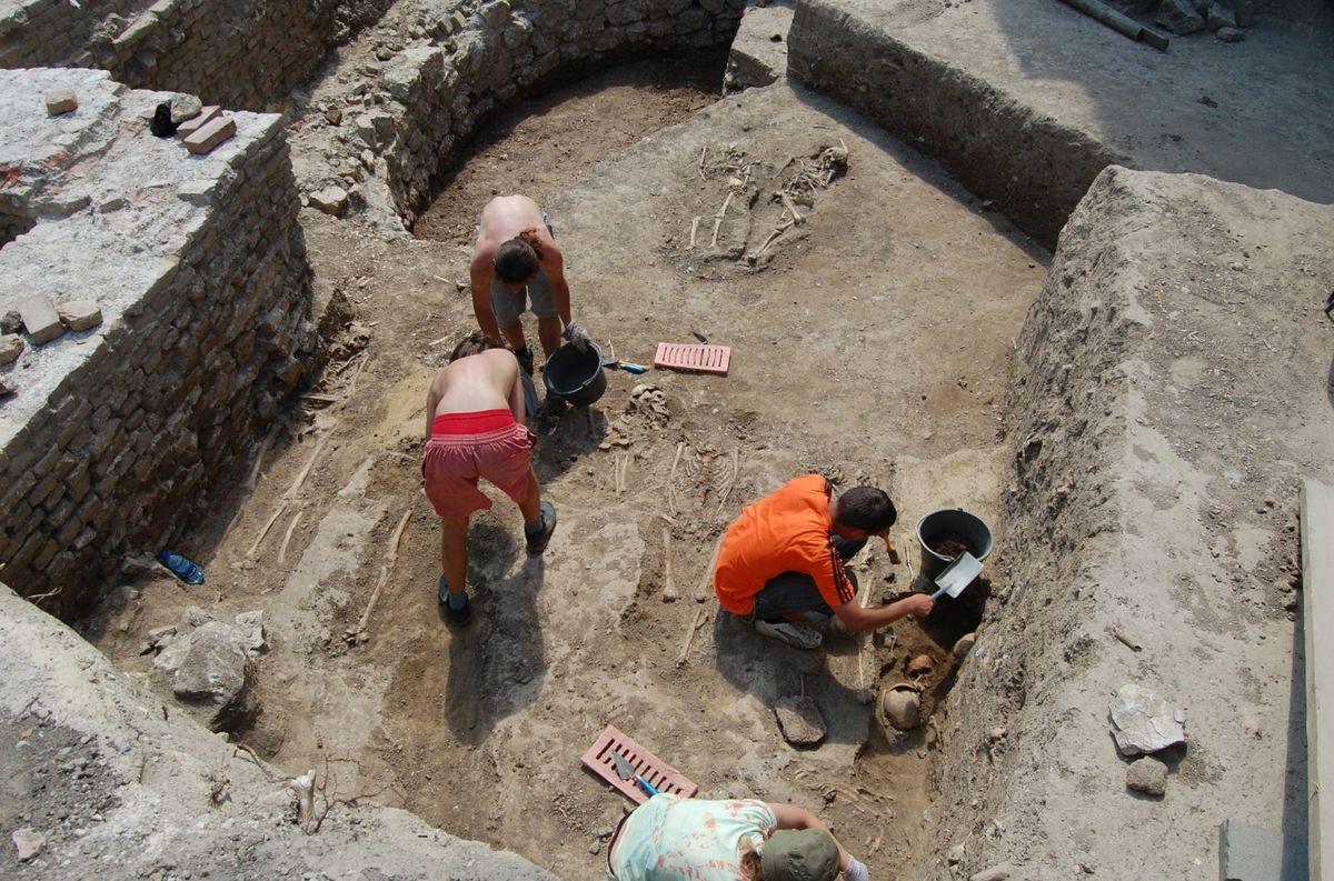 Archeológovia objavili základy podzemnej časti kostnice pri Bazilike sv. Mikuláša v roku 2008.