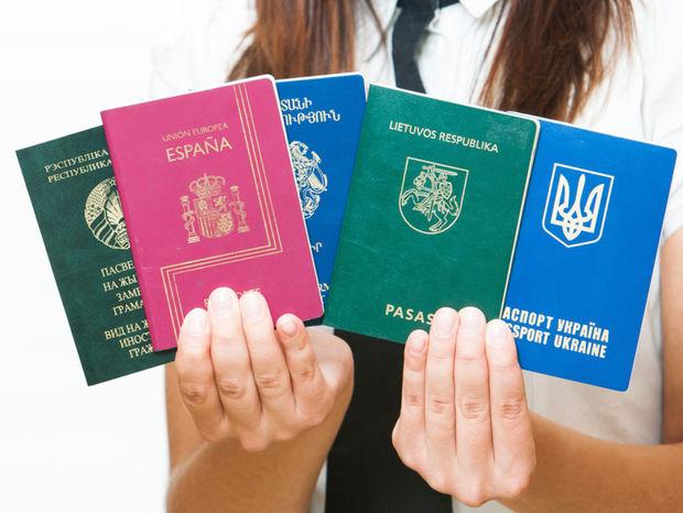 pasy, cestovné pasy, doklady, cestovanie, dovolenka, turisti, zahraničie