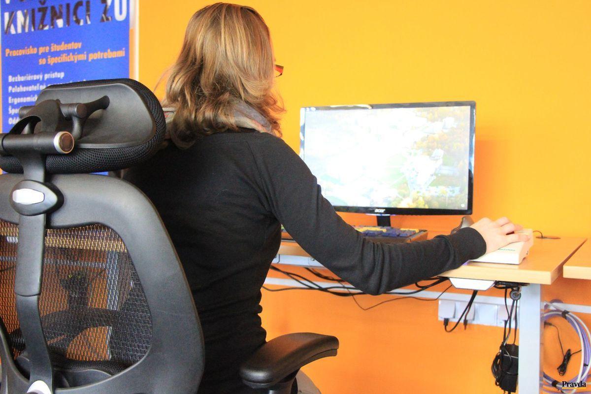 Univerzitná knižnica v Žiline svojím novým vybavením vyšla v ústrety zdravotne postihnutým.