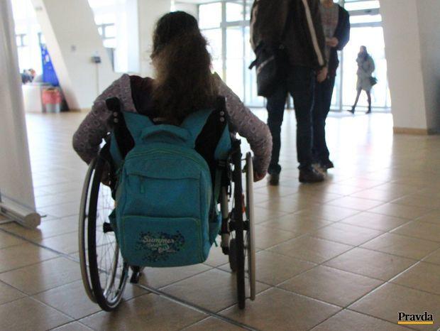 vozík, invalid, knižnica, žilina