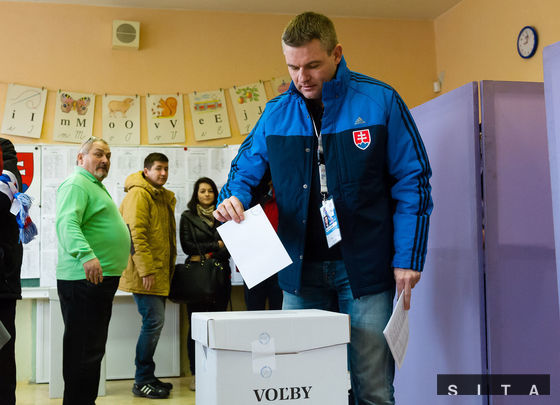 Predseda Národnej rady SR Peter Pellegrini počas volebného aktu pre voľby do Národnej rady SR v roku 2016 v obci Demänová.