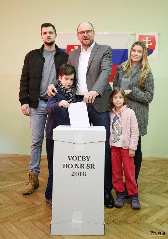 Predsedu SaS Richarda Sulíka sprevádzali jeho štyri deti.