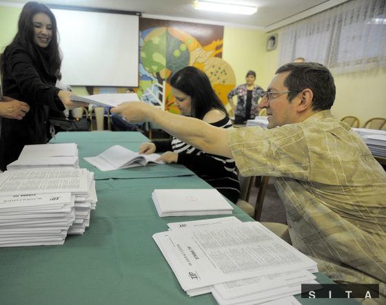 Parlamentné voľby sa začali bez problémov a otvorili sa všetky volebné miestnosti.