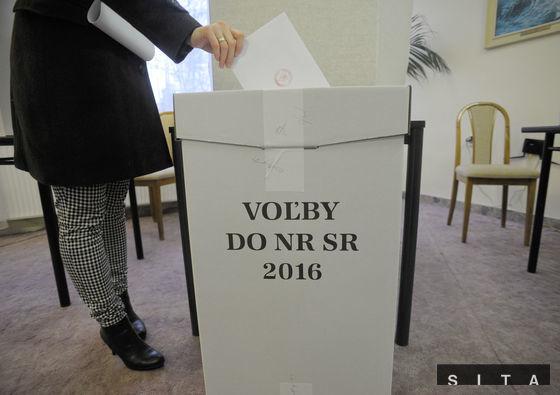 Volebné miestnosti sú otvorené od 7.00 do 22.00. Hlas je možné odovzdať v 5 992 volebných miestnostiach.