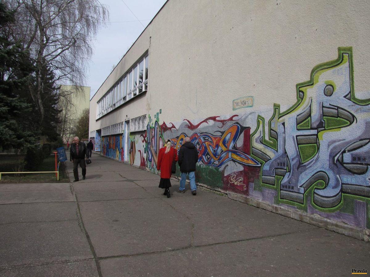 Volí sa aj na Základnej škole Borodáčova v bratislavskom Ružinove.