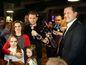 Líder OĽaNO Igor Matovič s rodinou a predseda Nova Daniel Lipšic vo volebnej centrále.