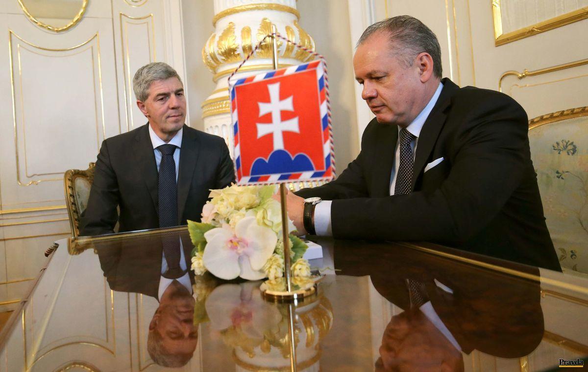 Prezident Andrej Kiska sa stretol s predsedom strany Most-Híd Bélom Bugárom.