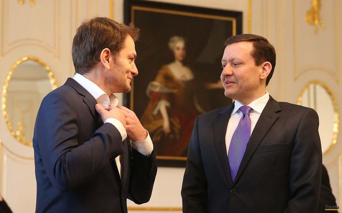 Líder strany OĽaNO-NOVA Igor Matovič s Danielom Lipšicom v prezidentskom paláci počas stretnutia s Andrejom Kiskom.