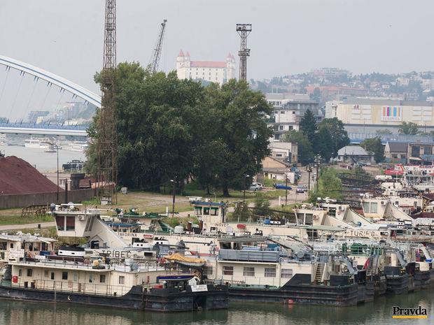 prístav, loď, lode, lodná doprava, Dunaj, Bratislava