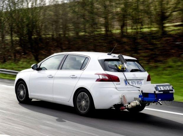 Po automobilkách Renault a Fiat, ktoré sú podozrivé z falšovania údajov s emisiami, si francúzsky spotrebiteľský úrad posvietil aj na Peugeot s Citroënom.  Pritom francúzsky koncern dobrovoľne meral s nezávislou organizáciou skutočnú spotrebu a emisie svojich áut.