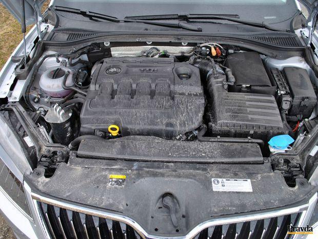 Naftový dvojliter je úsporný a výkonný. Zo subjektívneho hľadiska ide asi o najlepšiu voľbu pre toto auto.