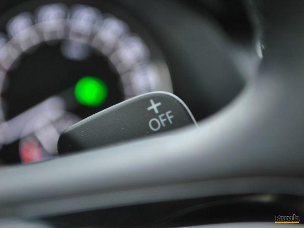Komu nevyhovuje radenie automatu, môže využiť aj ovládače za volantom.