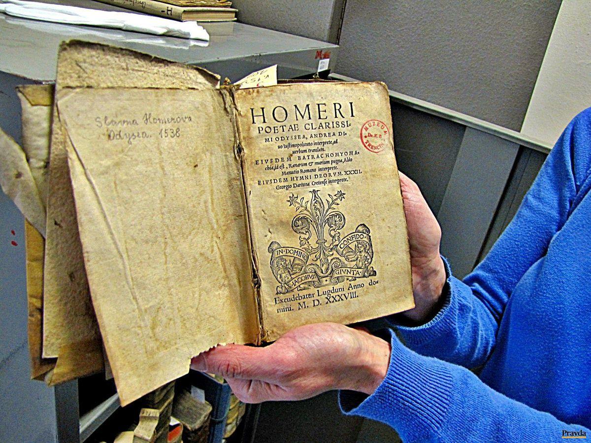 Najvzácnejšiu knihu Homérovu Odyseu z roku 1538 našťastie z Trenčianskeho múzea neukradli.