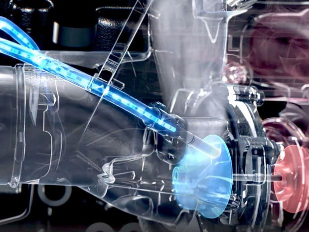Dvojica turbodúchadiel sa stará o potlačenie turbodiery. Lopatky točia až 220 000 otáčok za minútu. Krátkodobo dokonca až 240 000.