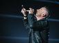 Spevák Eros Ramazzotti počas koncertu v Bratislave.