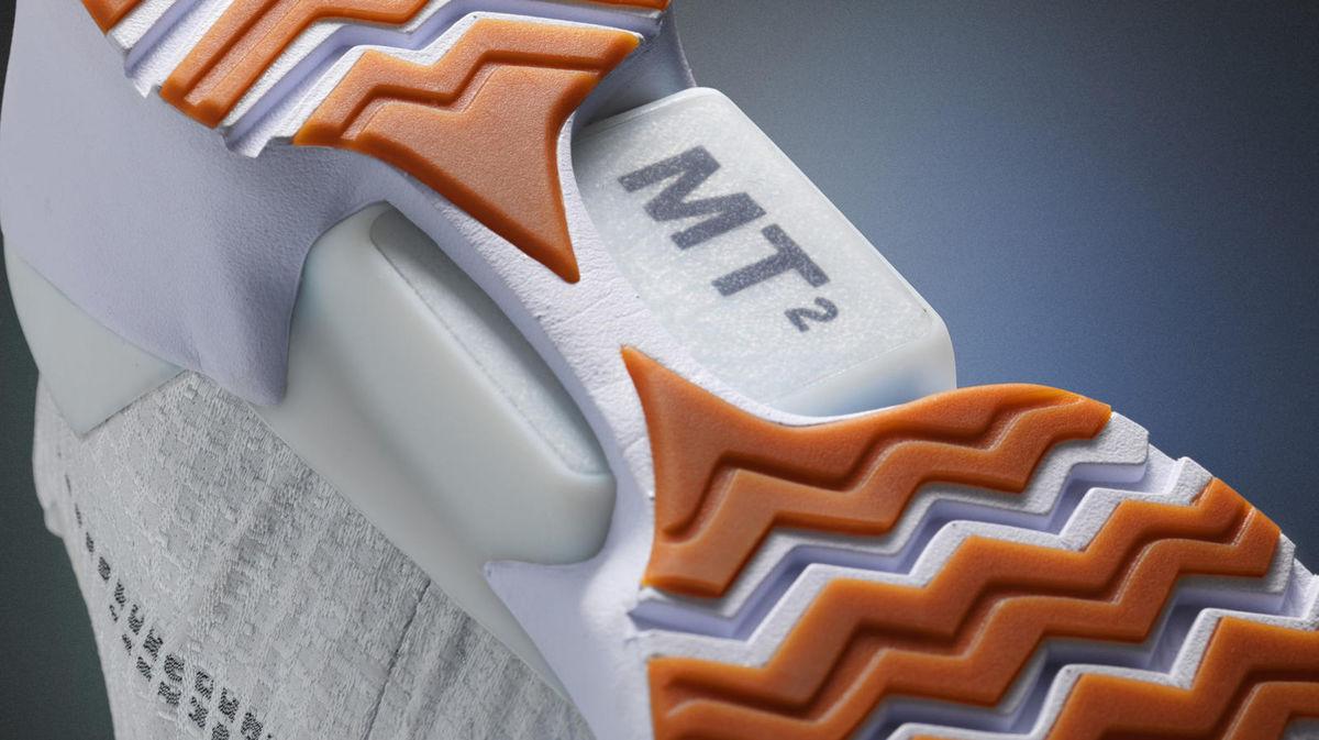 Topánky s technológiou HyperAdapt sa nabíjajú bezdrôtovo.