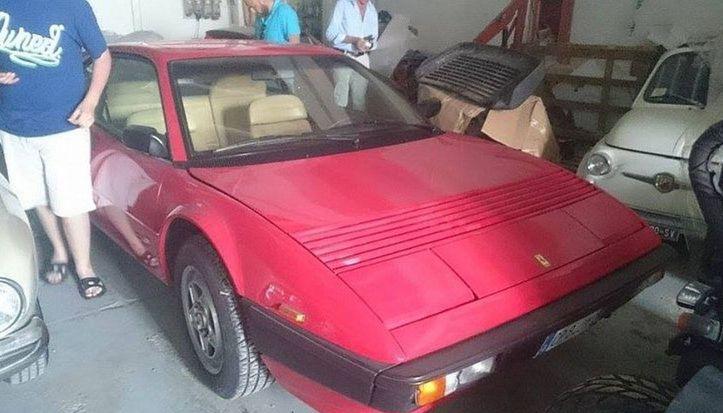 A nájdu sa tu aj nejazdené Ferrari.