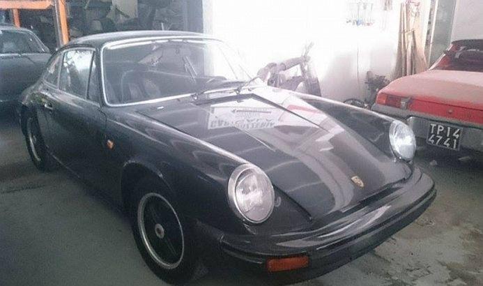 V zbierke nájdete aj toto nádherné Porsche 911 z prelomu šesťdesiatych a sedemdesiatych rokov s neodmysliteľnými diskami Fuchs.