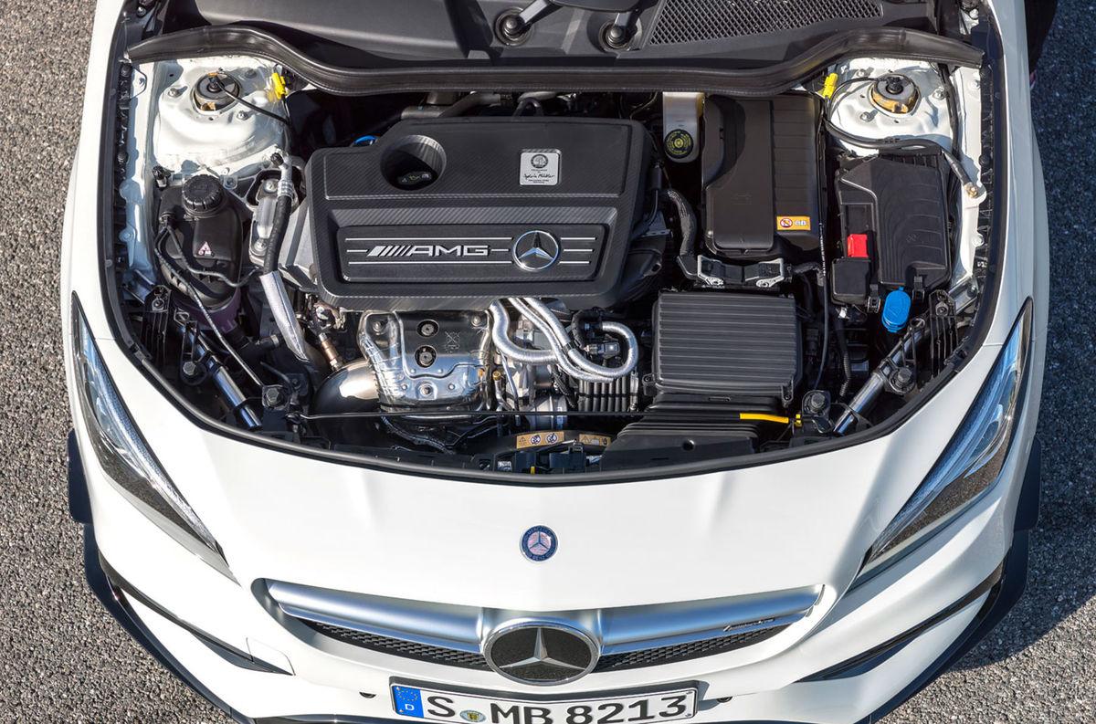 Ostrú verziu 45 AMG poháňa naďalej brutálny dvojlitrový 4-valec s výkonom 280 kW. Na stovku s CLA šprintuje za 4,5 sekundy.